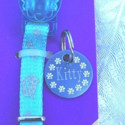 REFLECTIVE ROSEWOOD KITTEN SAFETY COLLAR BELL & MATCHING BLUE ID TAG ENGRAVED